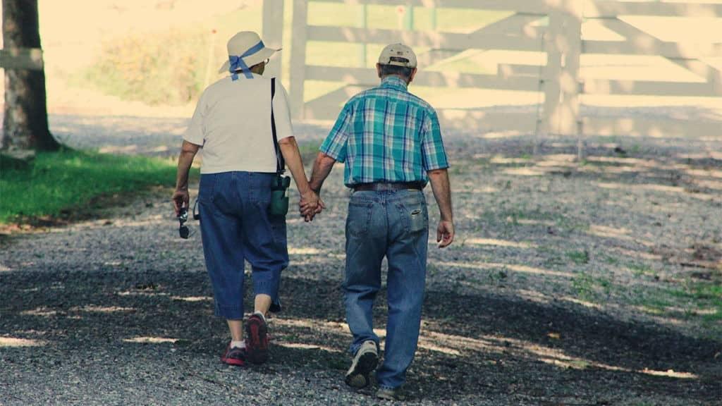 adults-cap-couple-906111-1024x576-1976255