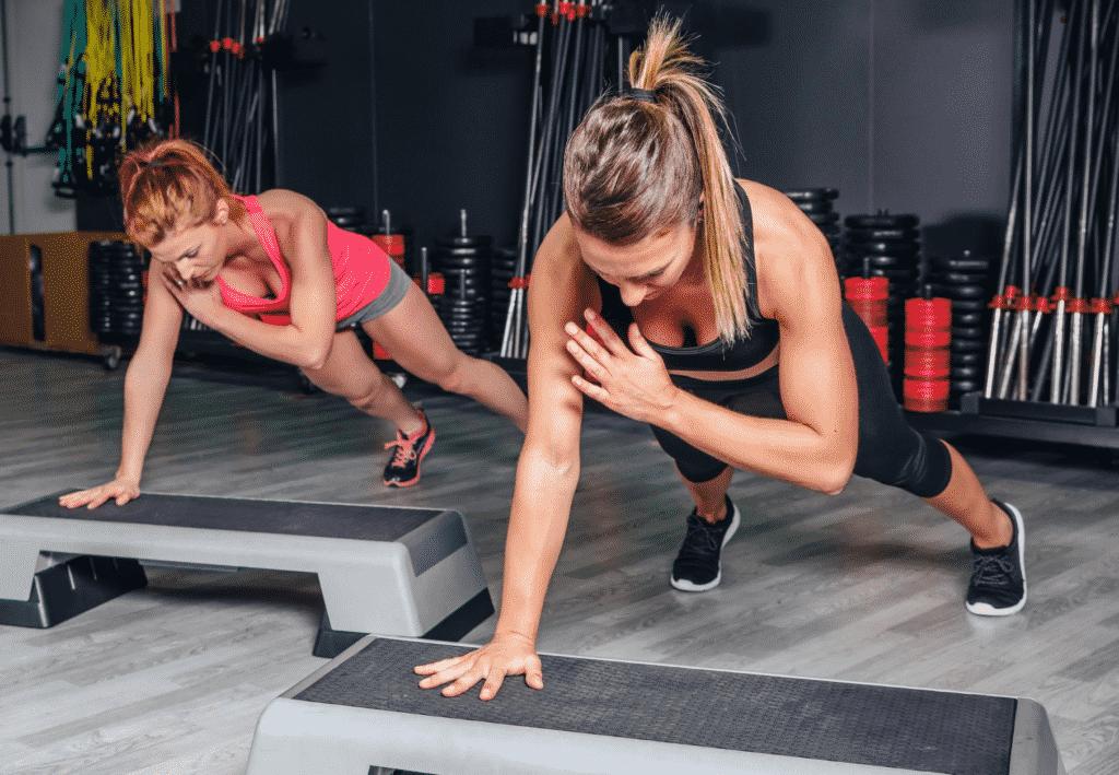 Mulheres mostrando o que é treinamento funcional
