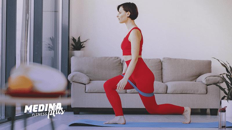 mulher praticando exercícios funcionais para emagrecer