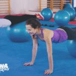 mulheres fazendo pilates com bola